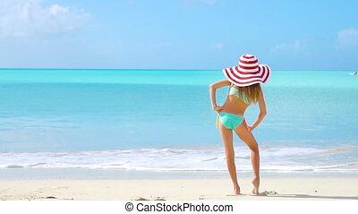 girl, fun., peu, avoir, vacation., jouir de, été, rigolote, beau, plage
