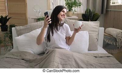 girl, musique écouter, lit