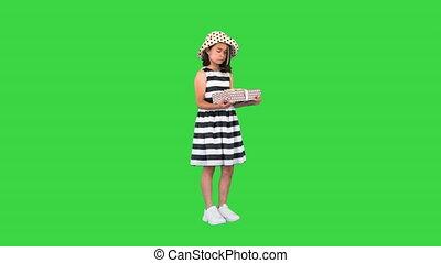 girl, offrande, chroma, key., asiatique, cadeau, vert, écran, appareil photo, boîte, peu