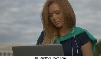 girl, ordinateur portable, fonctionnement