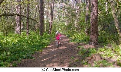 girl, peu, chasser, forêt