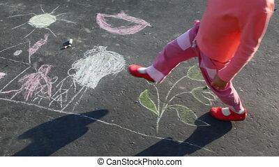girl, peu, marche, asphalte, dessin