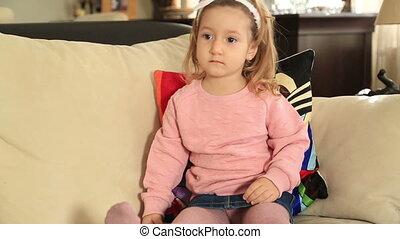 girl, peu, télévision regardant