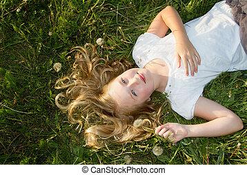 girl, pissenlits, pose, herbe