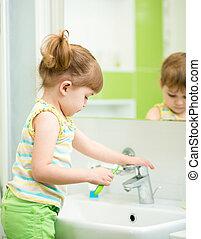 girl, salle bains, enfant