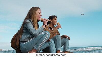 glace, côté, crème, mélangé, girl, bord mer, vue, caucasien, manger, course
