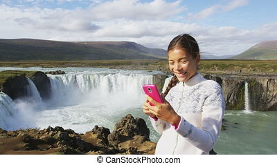 godafoss, touriste prend photo, chute eau, téléphone, selfie, islande, intelligent