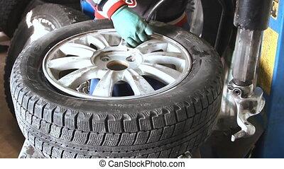 gonfler, closeup, mécanicien, pneu, voiture