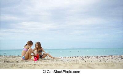 gosses, deux, exotique, sable, confection, plage château, jouer