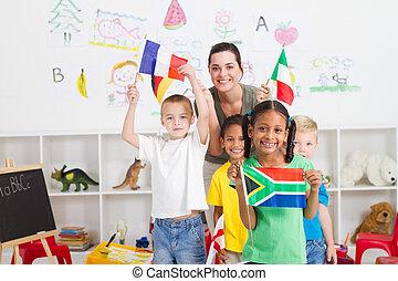 gosses, drapeaux, préscolaire