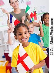gosses, drapeaux, préscolaire, tenue
