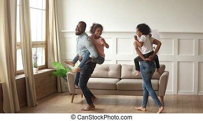 gosses, ferroutage, parents, rire, africaine, maison, jouer, heureux