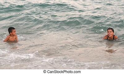 gosses, jouer, mer, heureux
