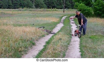 gosses, vélo, tricycle, trouvé, pays, cassé, goûts, promenades, vieil homme, route, il