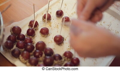 grand, bâtons, mûre, brochettes, fou, chocolat, chef cuistot, s'étend, raisins, plateau, argent