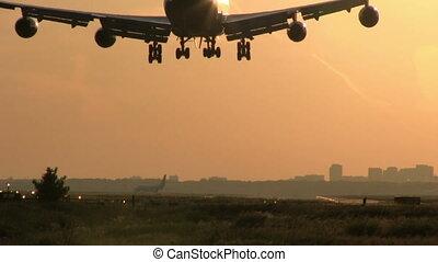 grand, coucher soleil, avion, atterrissage