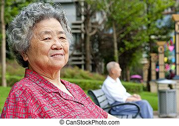 grand-mère, portrait, heureux