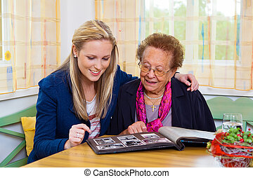 grand-mère, visited, petits-enfants
