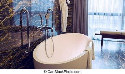 grand, salle bains, hôtel, coup, chariot