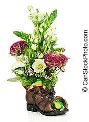 grenouilles, fleur, vieux, bouquet, isolé, arrangement, milieu de table, arrière-plan., chaussure, blanc