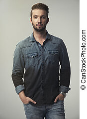 gris, chemise, mince, jean, jeune, arrière-plan., poser, homme fort
