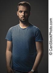 gris, mince, jeune, t-shirt, arrière-plan., poser, homme fort