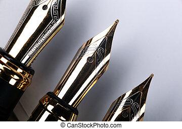 gris, stylos, closeup, fond, or, fontaine, plaqué