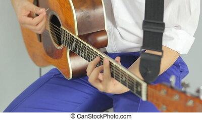 gros plan, bois, guitare, studio, fond, blanc, jouer