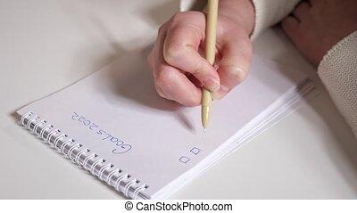 gros plan, femme, buts, stylo, papier, écriture, mains, 2022