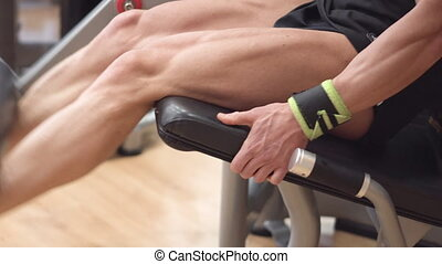 gros plan, fonctionnement, jambe, athlète, vue, musculaire, trainer., homme, boucle, jambes, gymnase, dehors