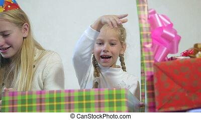 gros plan, haut, dons, boîtes, ouvert, enfants