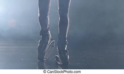gros plan, lent, chaussures, mouvement, saut, brume, exercices, jambes