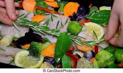 gros plan, restaurant, fish, cuisant aliment, kitchen., chef cuistot, préparer, mains, légumes