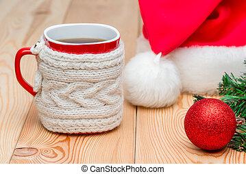 gros plan, tasse, thé, chandail, casquette, santa, tricoté, chaud