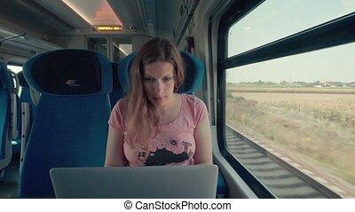 grossesse, train, ordinateur portable, femme, fonctionnement