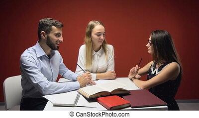 groupe, étudiants, étude, avoir, amical, discussion