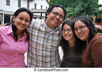 groupe, étudiants, ensemble, hispanique, séduisant, amusement, avoir