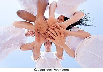 groupe, amis, ensemble, mains