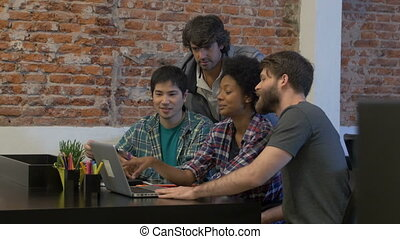 groupe, bureau fonctionnant, gens, businesspeople, mélange, course, divers