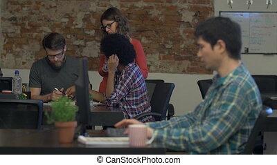 groupe, bureau fonctionnant, gens, mélange, course, divers