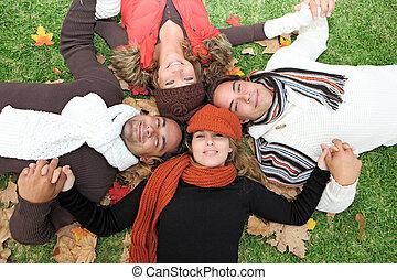 groupe, gens, jeune, automne, divers, heureux