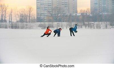 groupe, hiver, étirage, haut, forêt, chauffage, athlètes, exercice, avant