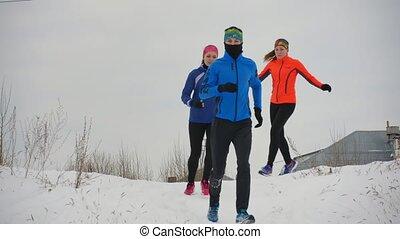 groupe, hiver, jeune, trois, courant, forêt, athlètes, technically