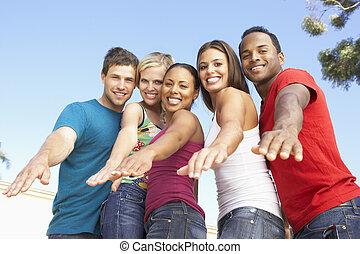 groupe, jeune, ensemble, amusement, amis, avoir