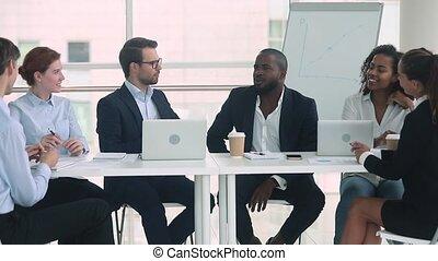 groupe, procès, conversation, hommes affaires, africaine, caucasien, négociations