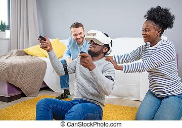 groupe, réalité virtuelle, multiracial, amusement, goggles., essayer, amis, avoir, 3d