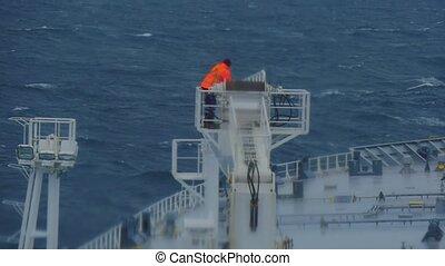 grue, bateau, conditions, homme, pétrolier, crane., hasardeux, veste, cargaison, huile, travail, jean