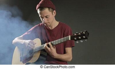 guitare, doué, musicien, jeune, sombre, studio, fumée, jouer