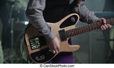 guitare, frémir
