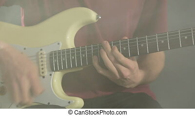 guitare, gros plan, jeune, sombre, studio, fumée, jouer, homme